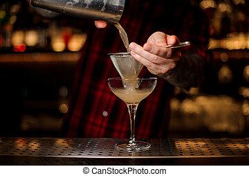 verser, shaker, cocktail, alcoolique, juteux, verre, barman