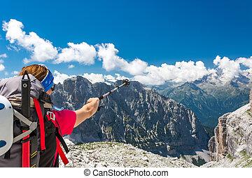 verso, indicare, challenge., prossimo, arrampicatore femmina