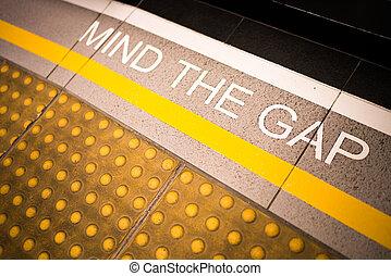 verstand, der, lücke, zeichen, gemalt, auf, zug, station's,...