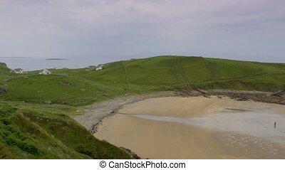 versteckt, sandstrand, auf, a, regnerischer tag, bezirk donegal, irland, -, eingestuft, version
