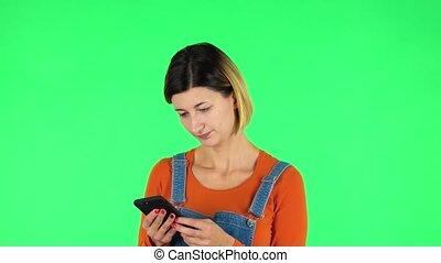 vert, écran, texting, femme, téléphone., elle