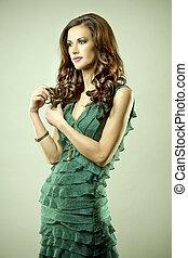 vert, brunette, robe
