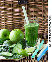 vert, smoothie, de, épinards, pomme, concombre, et, chaux