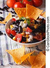 verticaal, black , food:, bonen, nachos, closeup., mexicaans salsa