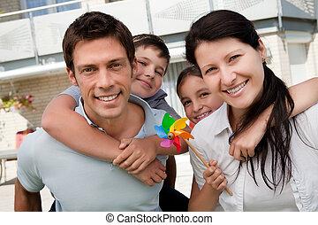 verticaal, het genieten van, gelukkige familie, buitenshuis