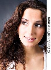 verticaal, het glimlachen, brunette, jonge vrouw