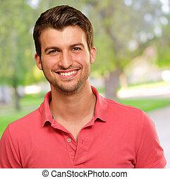 verticaal, het glimlachen, jonge man