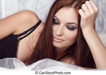 verticaal, het rusten, brunette, vrouw, eyes, mooi, mode, makeup.