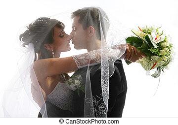 verticaal, paar, trouwfeest, kussende