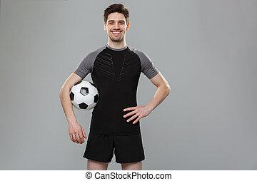 verticaal, van, een, het glimlachen, jonge, sportsman, met, een, voetbal