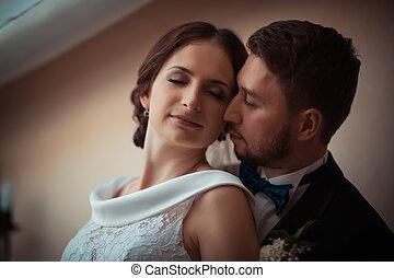 verticaal, van, een, mooi, bruid en bruidegom