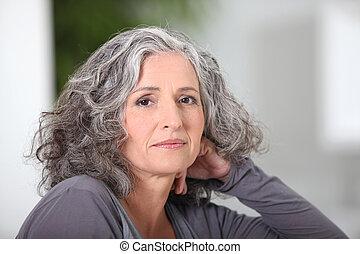 verticaal, van, een, oudere vrouw