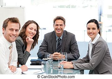 verticaal, van, een, positief, team