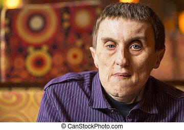 verticaal, van, gehandicapte man, met, cerebrale verlamming, in, rehabilitatie, center.