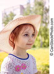 verticaal, van, klein meisje, buitenshuis