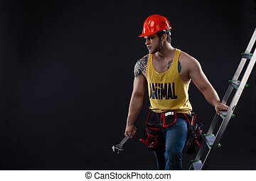 verticaal, van, mooi, aannemer, met, bouwsector, ladder, op, zwarte achtergrond