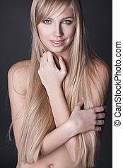 verticaal, van, mooi, jonge vrouw , met, lang, recht, blond haar