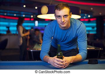 verticaal, van, mooi, man, in, billiard, club