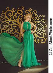 verticaal, van, mooie vrouw, in, mode, kleren