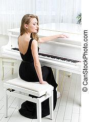 verticaal, van, musicus, zittende , en, spelende piano