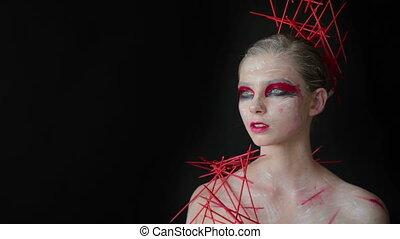 verticaal, van, mysterieus, meisje, met, creatief, make-up, en, elegant, hairstyle