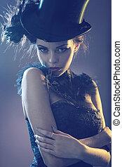 verticaal, van, na, aantrekkelijk, jonge, vrouwelijk model, met, de, hoge hoed