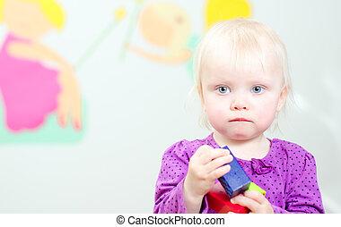 verticaal, van, schattig, weinig; niet zo(veel), baby meisje, in, kleuterschool
