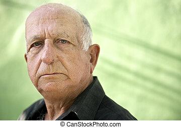 verticaal, van, serieuze , oud, iberische man, kijken naar van fototoestel