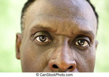 verticaal, van, serieuze , oud, zwarte man, kijken naar van fototoestel