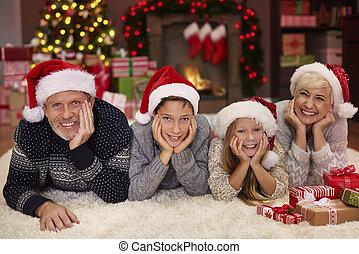 verticaal, van, vrolijk, gezin, in, de, woonkamer