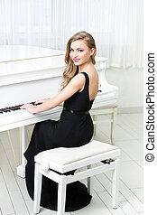 verticaal, van, vrouw zitten, en, spelende piano