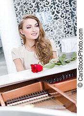 verticaal, van, vrouwlijk, met, het rood nam toe, spelende piano