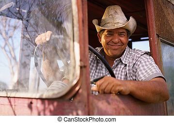 verticaal, vrolijke , man, farmer, geleider, tractor, kijken naar van fototoestel