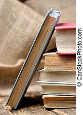 vertical, bois, photo, librairie, -, rustique, livres, vendange, table, pile, antiquarian