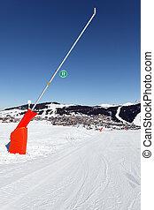 vertical snowmaker