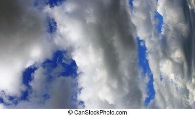 vertical, vídeo, nubes móviles, en, cielo