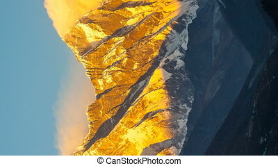 Vertical video. Mount. Everest, 8845m highest mountain. -...