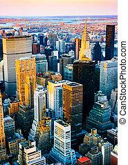 vertical, vista aérea, sobre, midtown, e, leste, lado