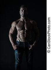 vervelend, athlete., sterke, natuurlijke , passen, atletisch, het tonen, zes, jeans, gespierd, of, achtergrond., troep, zwarte man, sexy, abs., mooi, torso, atleet, hij