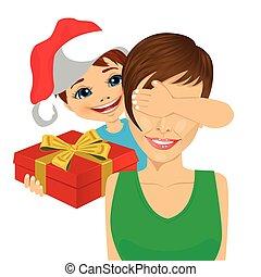 vervelend, eyes, zijn, haar, cadeau, bedekking, geven, zoon, kerstman, moeder, hand, hoedje, kerstmis