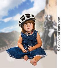 vervelend, helm, klein meisje, vrolijke