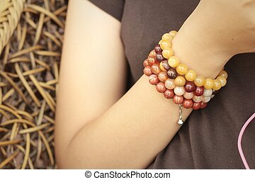 vervelend, jewelry., vrouw, hemd, armband, black