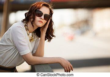 vervelend, mode, zonnebrillen, closeup, buitenshuis, verticaal, model