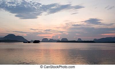 verwischen, landschaftsbild, von, natur, sunrise/, sonnenuntergang, in, der, meer, an, samchong, fischerdorf, in, phang-nga, thailand