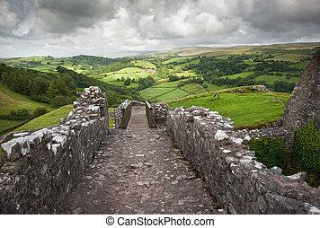 verwoeste, middeleeuws, kasteel, landscape, met, dramatische...