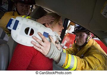 verwond, auto, brandbestrijders, vrouw, portie