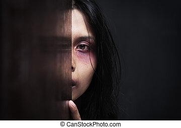 verwond, donker, vrouw, het verbergen