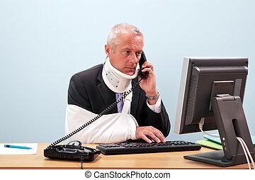 verwond, telefoon, zijn, zakenman, bureau