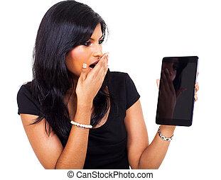 verwonderd, businesswoman, vasthouden, tablet, computer