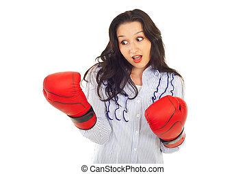 verwonderd, kijkende vrouw, op, boksende glove
